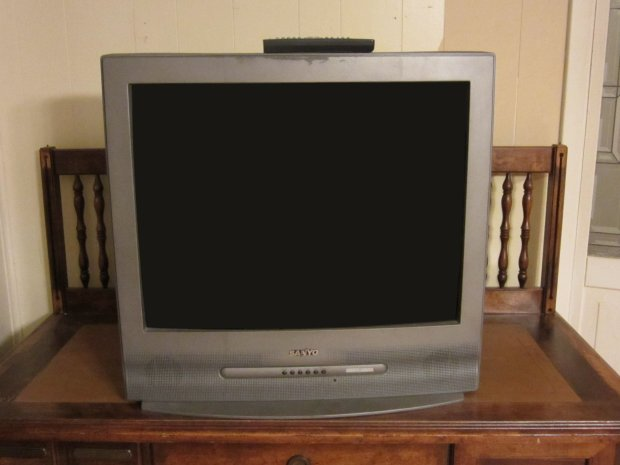 DIY Hacks & How-To's: Haunted TV Prank