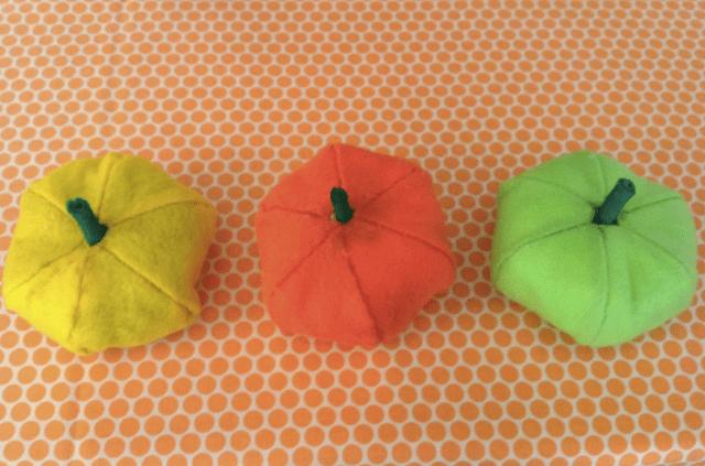 DIY_Felt_pumpkins_1