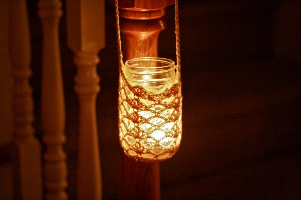 crocheted-hanging-mason-jar-1