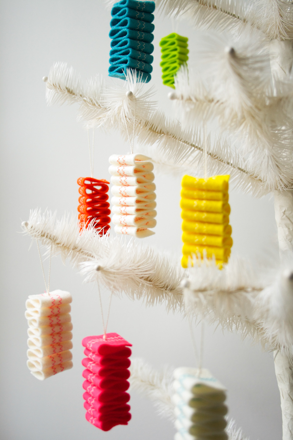 purblee_felt_ribbon_candy_ornaments_01