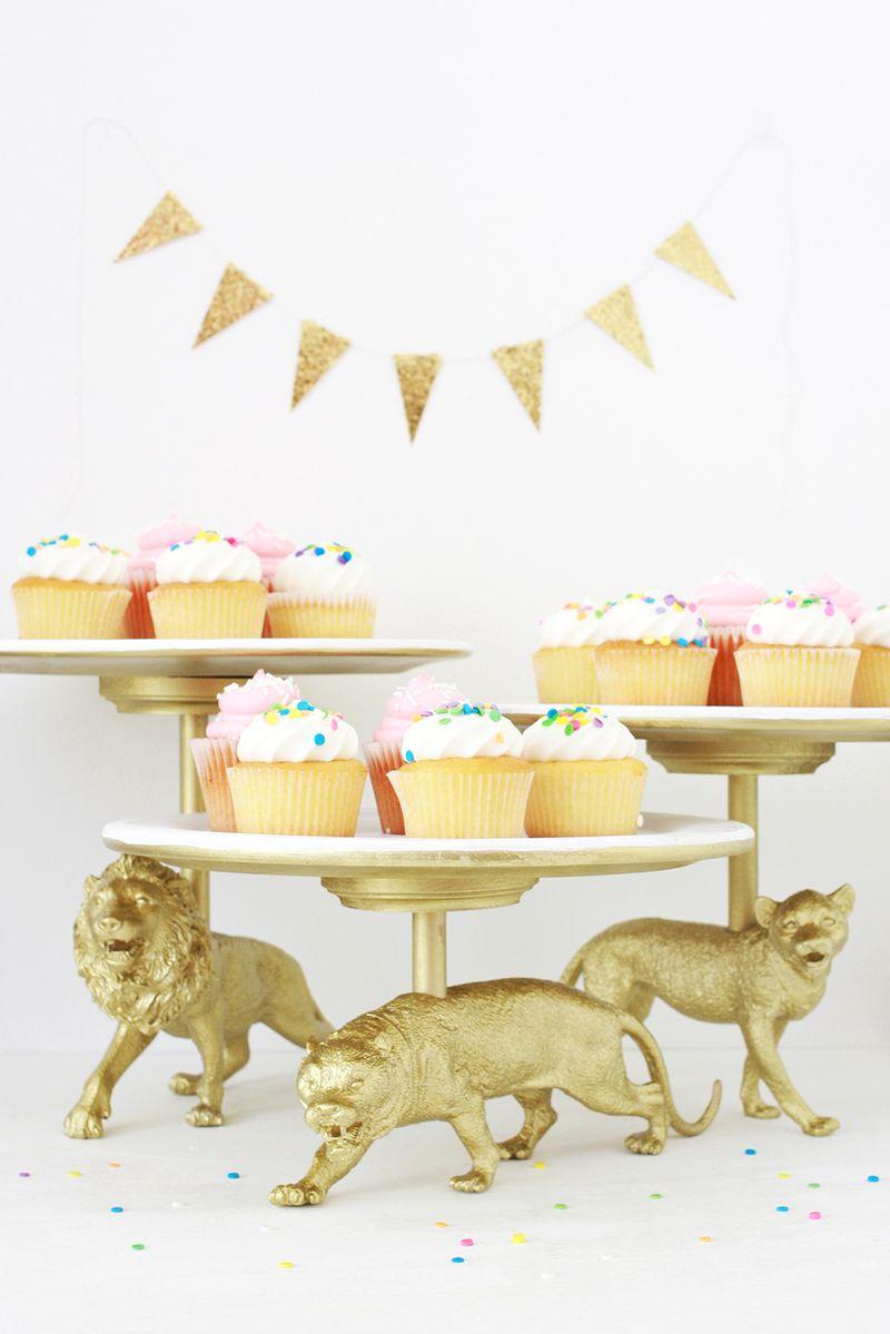 wild cat cake stand