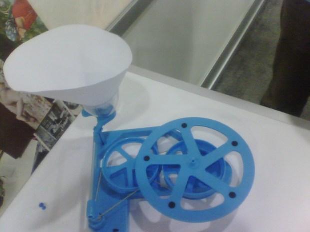 Make 2 Play's handmade gramophone.