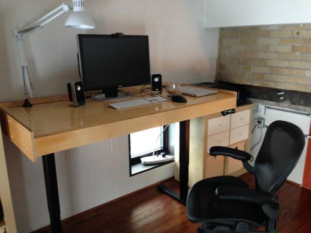 Ajdustable_Desk2