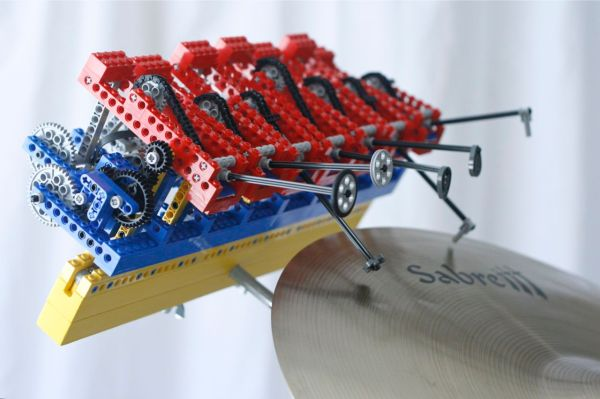 Kinetic Sculpture Blends Bizarre Mix Of House Beats And