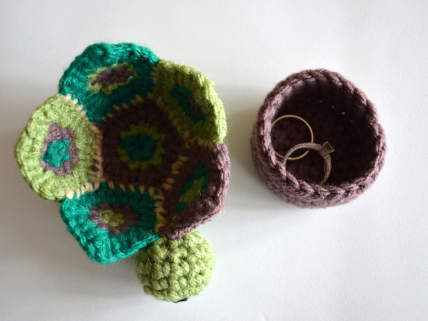popsdemilk_crocheted_turtle_box_02