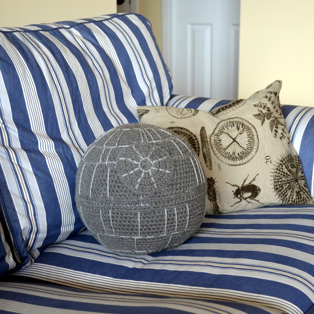 crocheted-death-Star-pillow-2