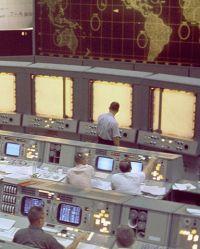 800px-Gemini_Mission_Control_-_GPN-2000-001405-Gemini5-1965