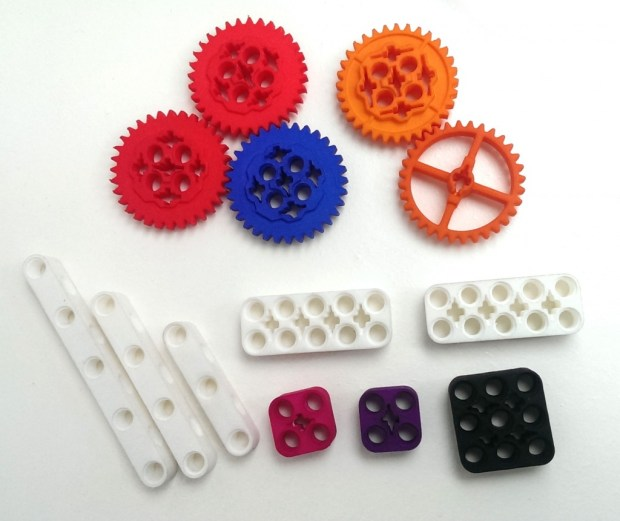 Taran's 3D printed pieces certainly look great but can't match the real thing - injection molded LEGOs.