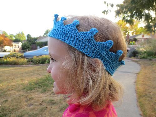 knit-royal-bobble-crown-1