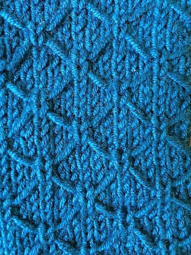 handcraftedvintage_lattice_wristwarmers_02