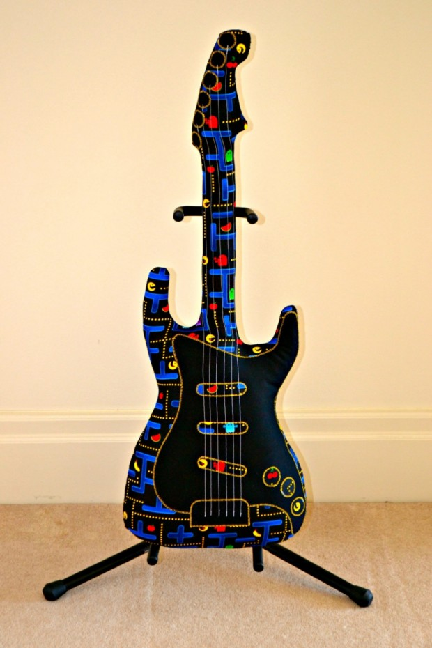 pac-man-guitar-1