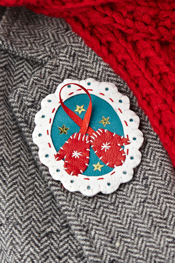 molliemakes_leather_holiday_brooch_01