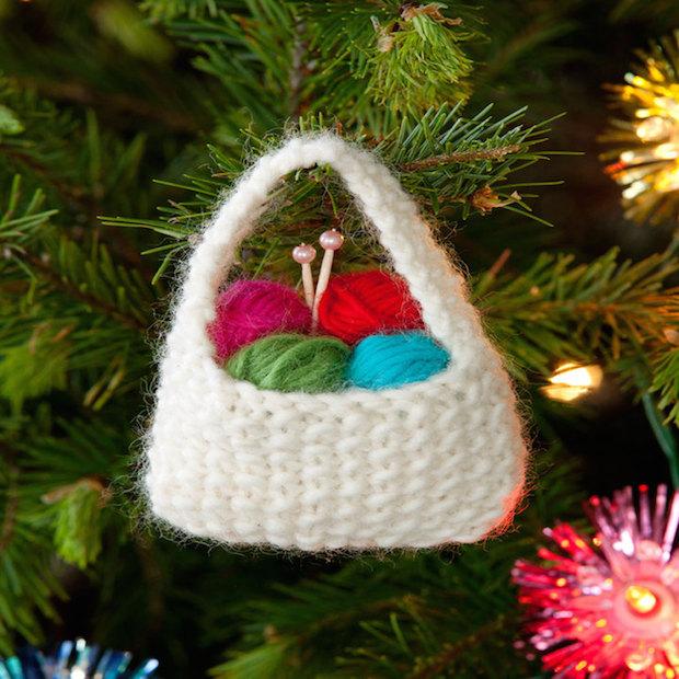 redheart_yarn_basket_ornament_01