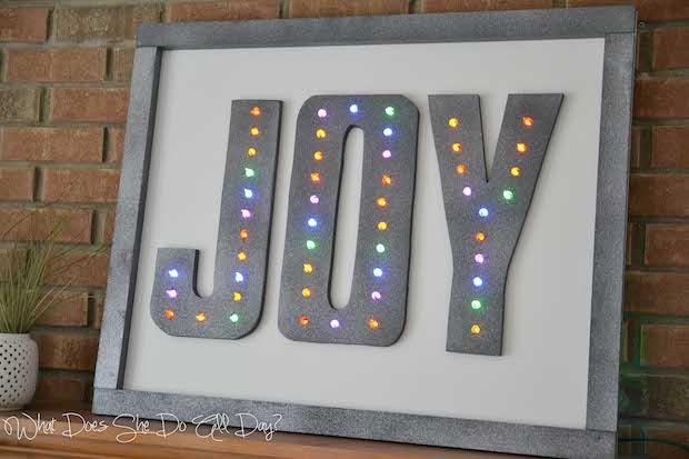 whatdoesshedoallday_joy_holiday_marquee_01