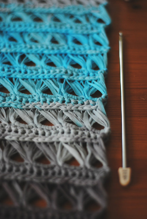 morestomach_crochet_broomstick_lace_cowl_02