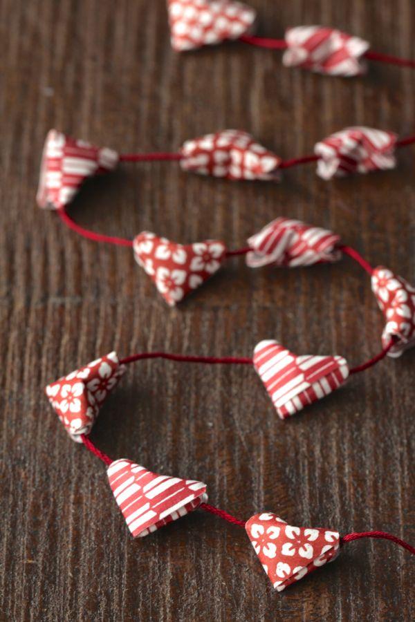 alyssaandcarla_origami_heart_garland_01