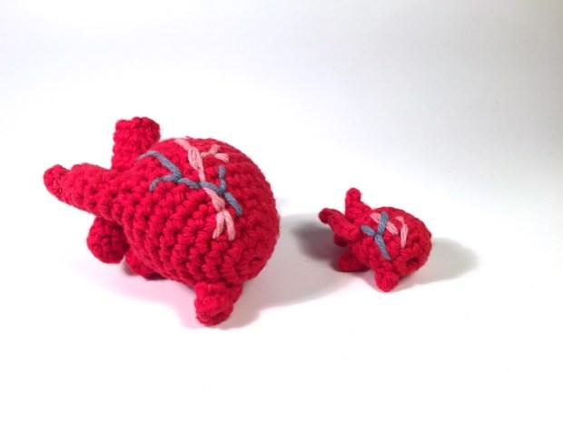 mini-crocheted-human-heart-1