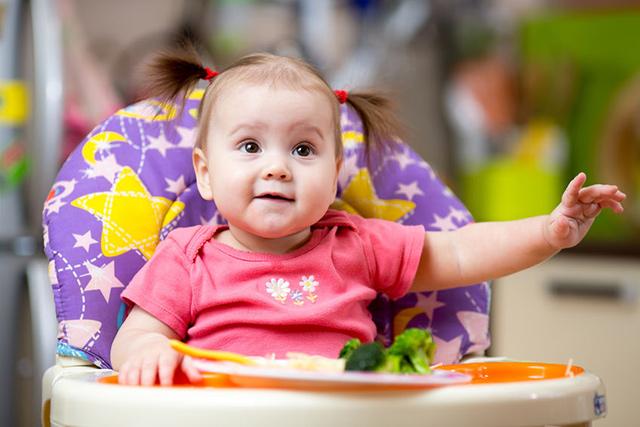 兒科醫師:副食品不用依照順序。延遲並無法預防過敏發生 – 媽媽經 專屬於媽媽的網站