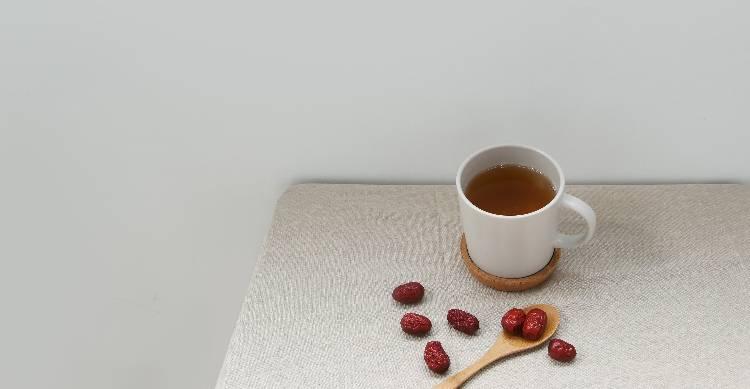 養肝茶|護肝,各種毒素經過肝臟的一系列化學反應後,而是不同季節要有相對應的做法,6種食物有幫助! | Heho健康