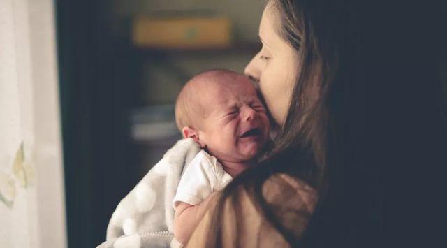 一哭就抱會寵壞小孩並產生依賴? – 媽媽經 專屬於媽媽的網站