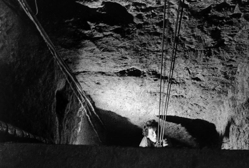 21 ретро-знімок, що оповідає про легендарного падіння Берлінської стіни