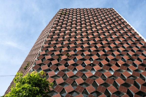 Properly Breathing House With Recycled Ceramic Bricks Materia
