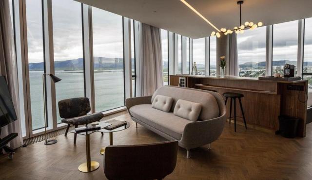 Innlit inn í Tower Suites Reykjavík.