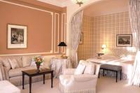 Great Art Decoration: Peach Bedroom Design