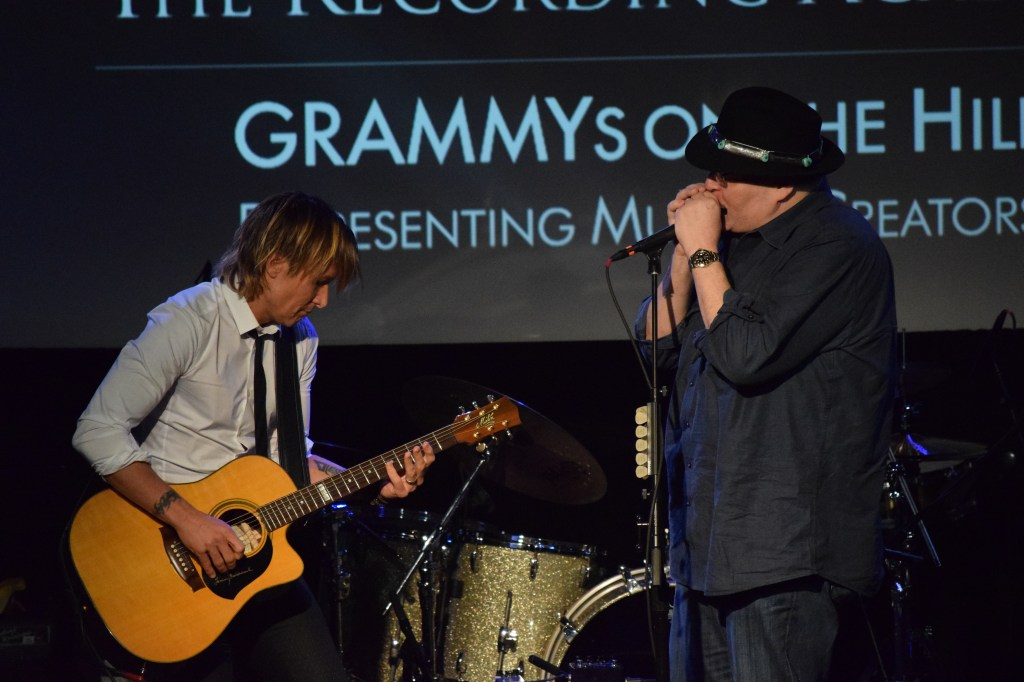 Keith Urban, left, and John Popper performed together Wednesday night. (Alex Gangitano/ CQ Roll Call)