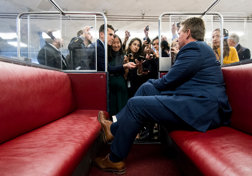 : Sen. Jeff Flake, R-Ariz., speaks with reporters as he leaves the Capitol after voting on Thursday, Jan. 11, 2018. (Photo By Bill Clark/CQ Roll Call)