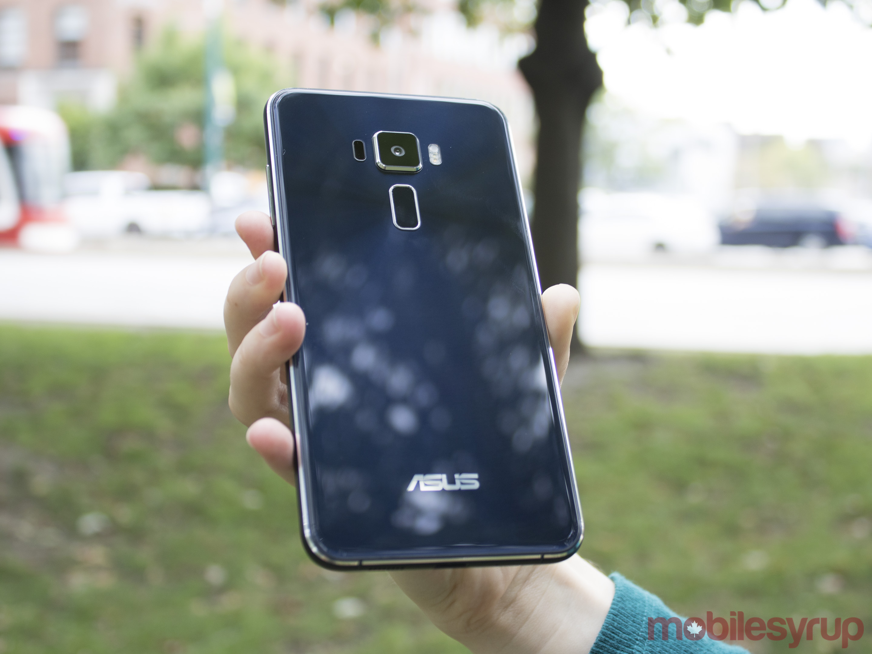 A first look at the 'built for photography' $430 Asus Zenfone 3 [Gallery] | MobileSyrup