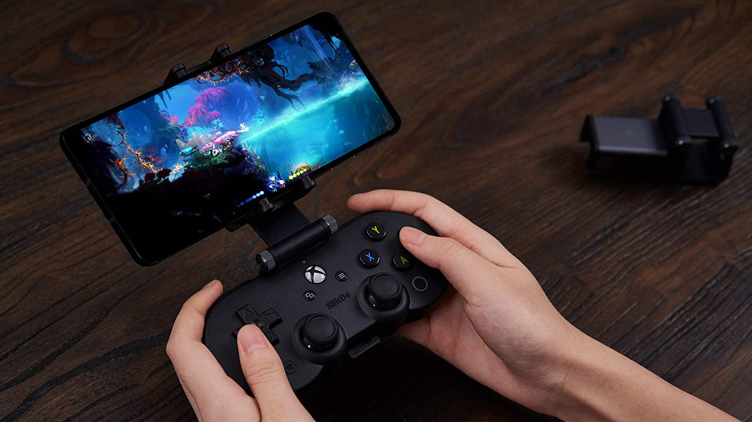 8BitDo reveals officially licensed xCloud Bluetooth gamepad xbox series x
