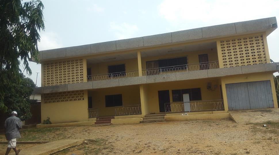 8Bedrms House For Sale at Tesano
