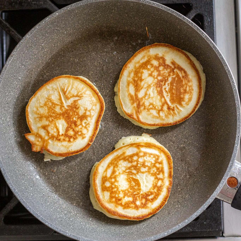 Oladi frying in a pan