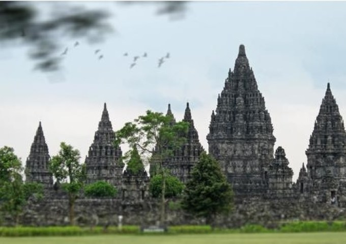 Candi Prambanan (www.indonesia-tourism.com)