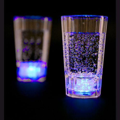 Blinkende Schnapsglser  Trinkspiel mit leuchtenden Glsern