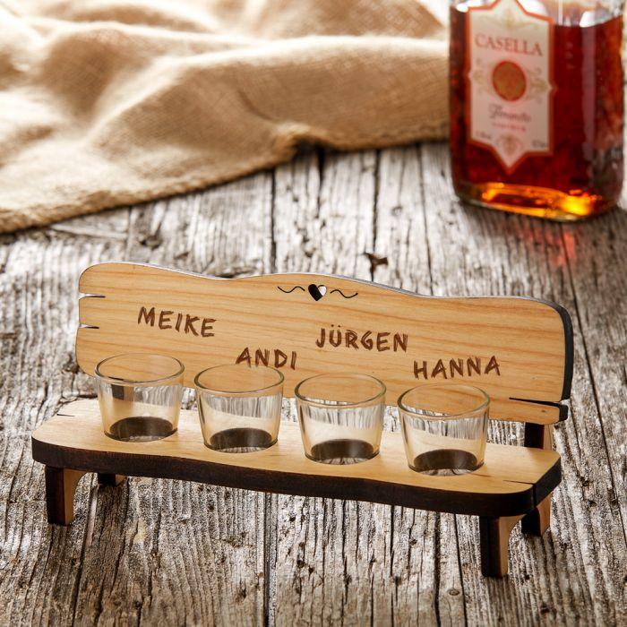 Personalisierte Vierer Schnapsbank  Namen graviert auf Holz