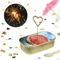 Dosen Kuchen zum Geburtstag mit Wunderkerze in Herzform