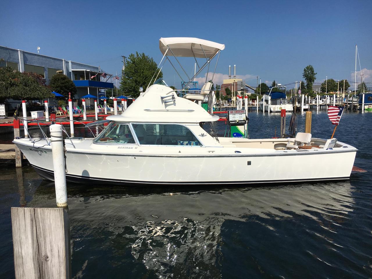1972 Used Bertram 31 Sportfish Freshwater Fishing Boat For