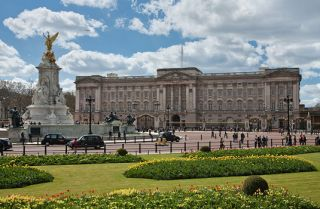 Famous buildings: Buckingham Palace in London