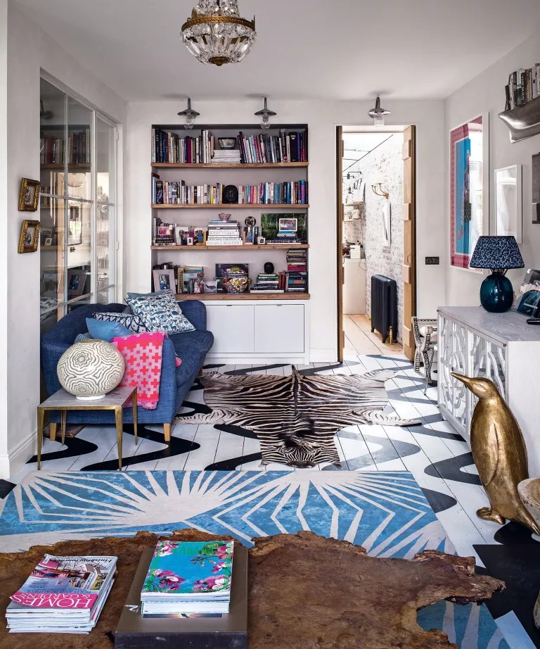 Bohemian living room ideas with clashing colors