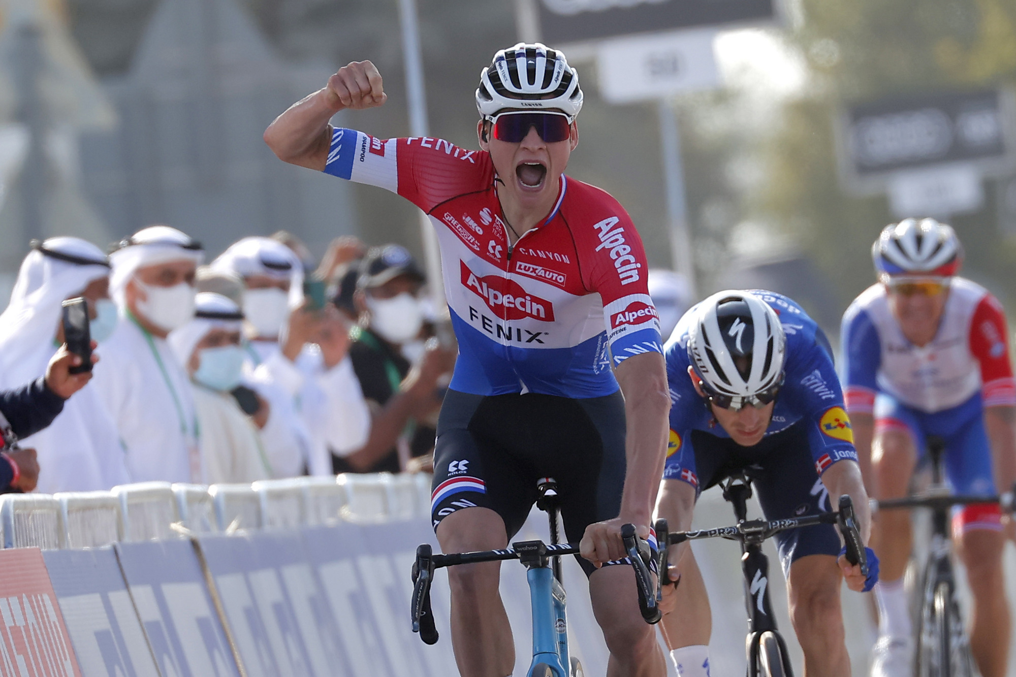 https www cyclingnews com news mathieu van der poel switches bikes for strade bianche after le samyn cockpit malfunction
