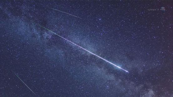 Lyride meteors are facing a bright moon
