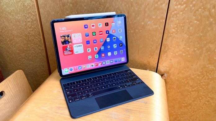 iPad Pro 2021: iPad Pro with Magic Keyboard