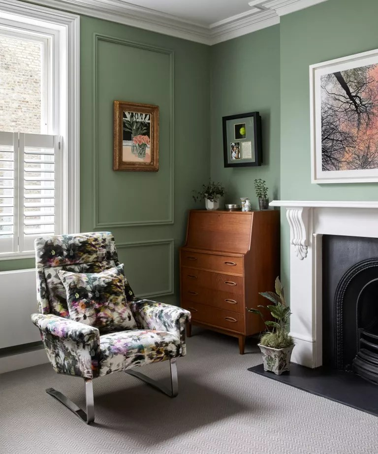 Small living room decor ideas with green walls