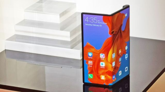 Image result for huawei mate x vs smasung fold