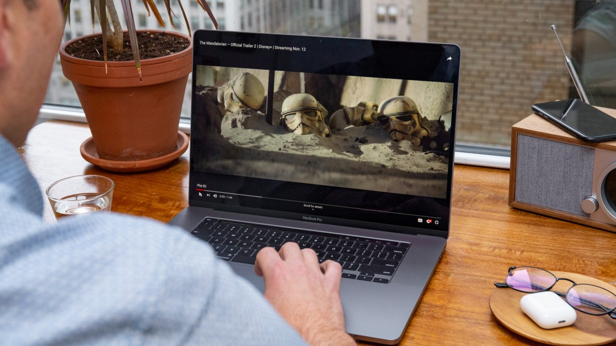 The Mandalorian on the 16-inch MacBook Pro (2019) display