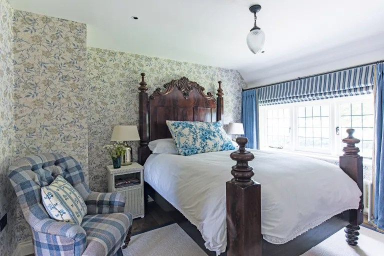 Cottage bedroom ideas - checks stripes and chintz cottage bedroom style