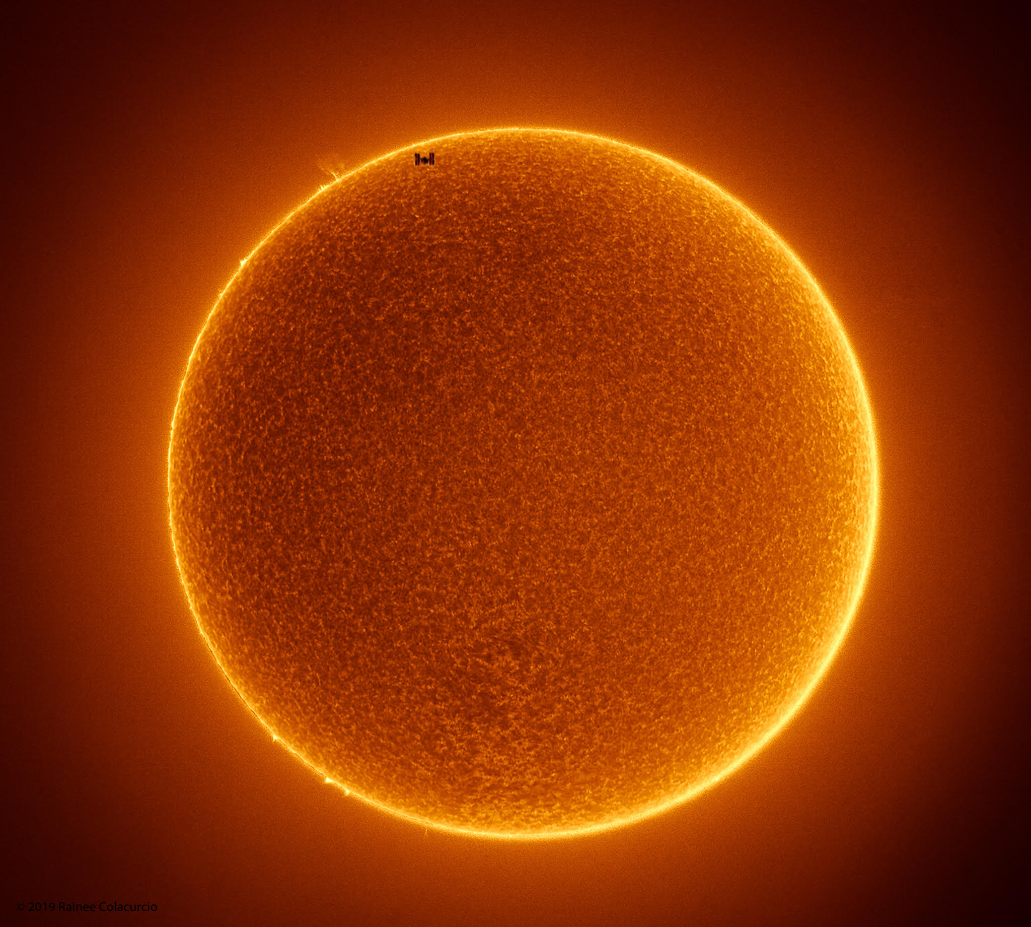 Something S Missing In This Stunning Photo Of Space Station Passing In Front Of The Midday Sun Live Science