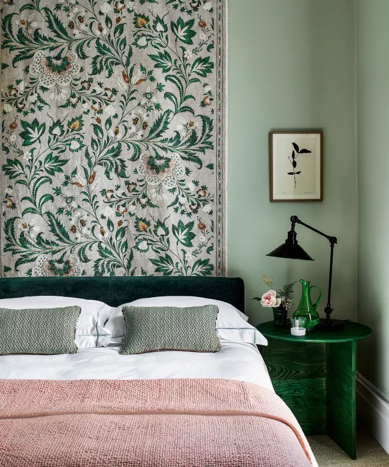 Bedroom accent wall ideas with tapestry